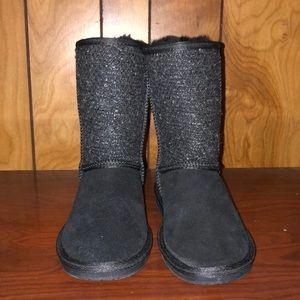 NWT-Minnetonka fur lined boots